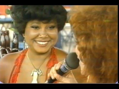 Beth Carvalho e Alcione na Quadra da Mangueira Homenageiam Cartola - 1985