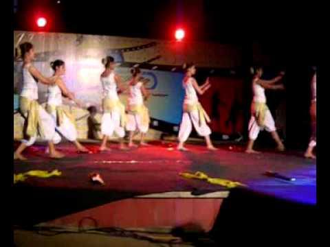 team moksh contemporary dance performance for Bombay theme