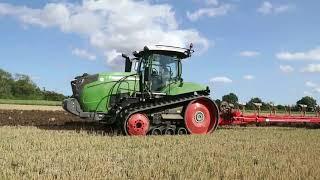 Fendt 943 ploughing