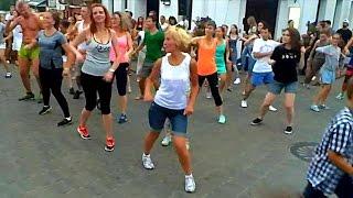 Зумба. Танцы для Похудения. Зумба для Похудения. Зумба Видео. Люди Танцуют Зумбу