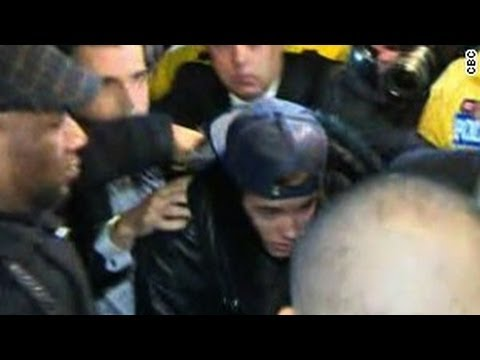 Justin Bieber Surrenders to Toronto Police for Attacking Limo Driver | Bieber Surrenders to Police