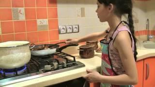 Мясо в горшочках с картофелем, жаркое из свинины