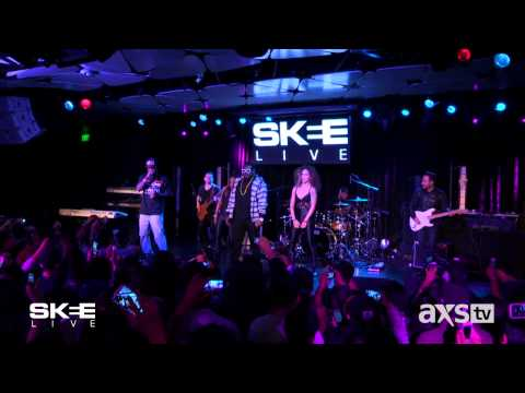 "T-Pain Performs ""Up Down"" on SKEE Live"