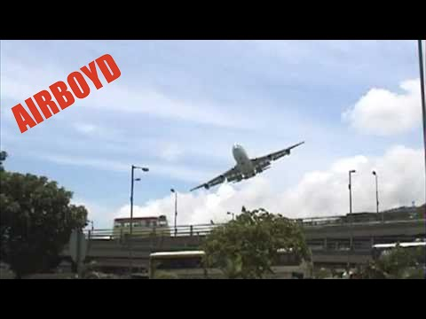 Cathay Pacific Boeing 747 Landing Kai Tak (Peri road