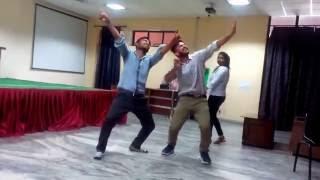 DIl le Gayi Kudi Gujrat Di Dance.....