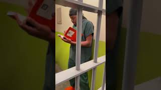 Kountry Wayne - When a dope boy find out his new cell mate is talented!