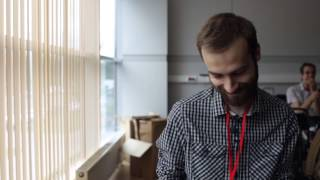Миша Кшиштовский читает злые комменты про себя