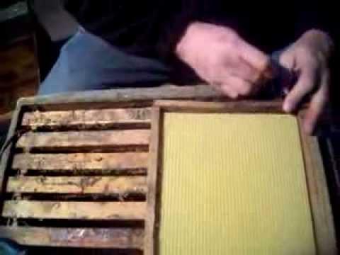 Estampado de cera y alambrado en cuadros de colmenas de YouTube · Alta definición · Duración:  13 minutos 4 segundos  · Más de 72.000 vistas · cargado el 21.10.2015 · cargado por Miguel Ángel Sc