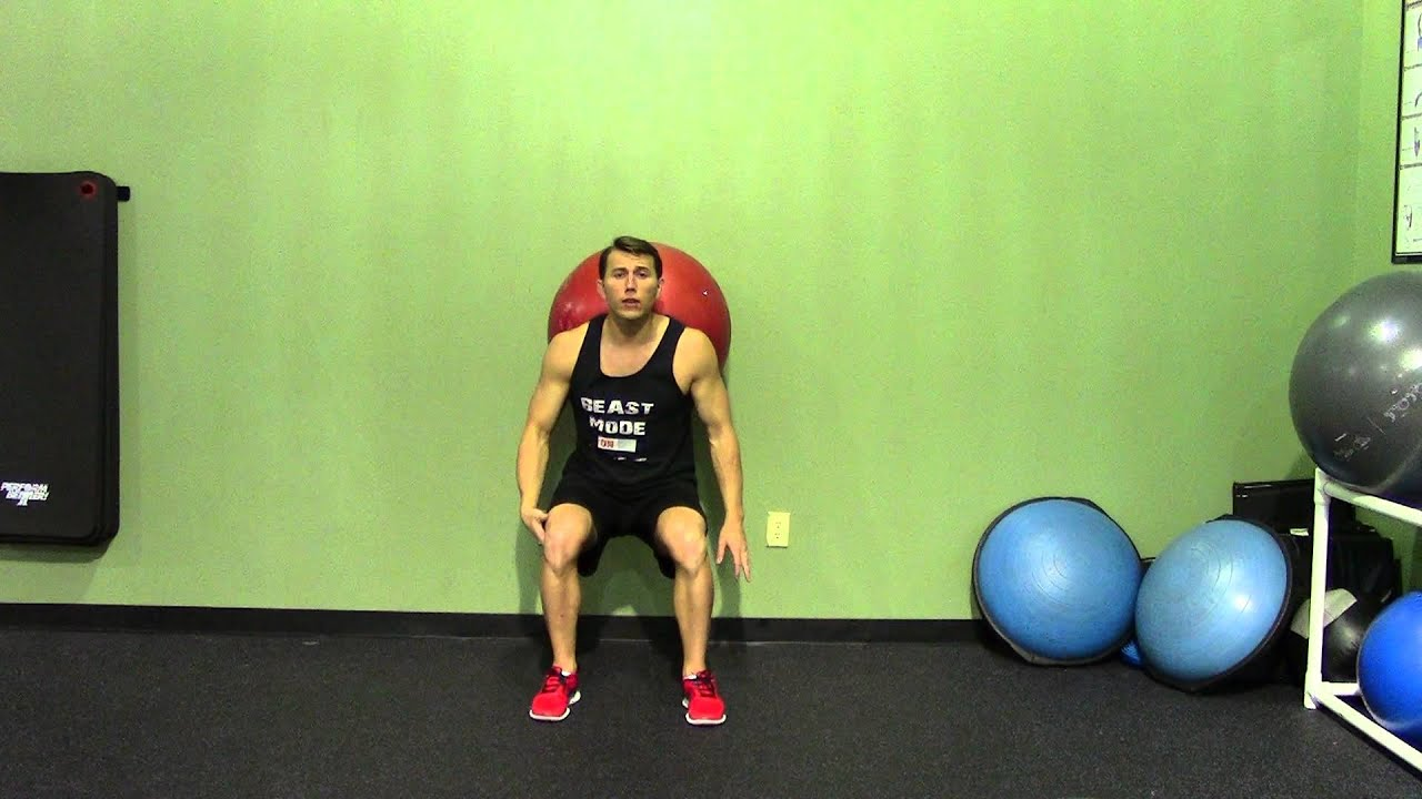 How to Do an Exercise Ball Squat How to Do an Exercise Ball Squat new foto