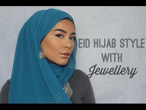 Mettre le hijab avec boucle d'oreille