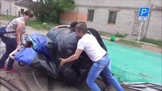 Как свернуть большой надувной батут