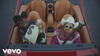 "Official video for Lil Nas X's Billboard #1 hit, ""Old Town Road (Remix)"" featuring Billy Ray Cyrus.   Special guest appearances from Chris Rock, Haha Davis, Rico Nasty, Diplo, Jozzy, Young Kio, and Vince Staples.  Listen & Download ""Old Town Road (Remix)"" by Lil Nas X featuring Billy Ray Cyrus out now: http://smarturl.it/billyrayoldtownroad  Amazon - http://smarturl.it/billyrayoldtownroad/az  Apple Music - http://smarturl.it/billyrayoldtownroad/applemusic  iTunes - http://smarturl.it/billyrayoldtownroad/itunes  Spotify - http://smarturl.it/billyrayoldtownroad/spotify   Official Merch: http://smarturl.it/lilnasxmerch  Director Calmatic Producer Candice Dragonas, Saul Levitz, Melissa Larsen Ekholm DP Ryan Marie Helfant Production Designer Christian Zollenkopf Art Director Itaru Dela Vega Lead Horse Wrangler Scott Perez Costumer Catherine Hahn Editor Calmatic VFX Company Electric Theatre Collective Original Score Ian Hultquist Sound Design Matt Yocum  Follow Lil Nas X Instagram - http://www.instagram.com/lilnasx/ Twitter - http://www.twitter.com/LilNasX  Follow Billy Ray Cyrus Facebook - http://www.facebook.com/BillyRayCyrus/ Instagram - http://www.instagram.com/billyraycyrus/ Twitter - http://www.twitter.com/billyraycyrus  http://www.lilnasx.com/  #LilNasX #OldTownRoad #BillyRayCyrus"