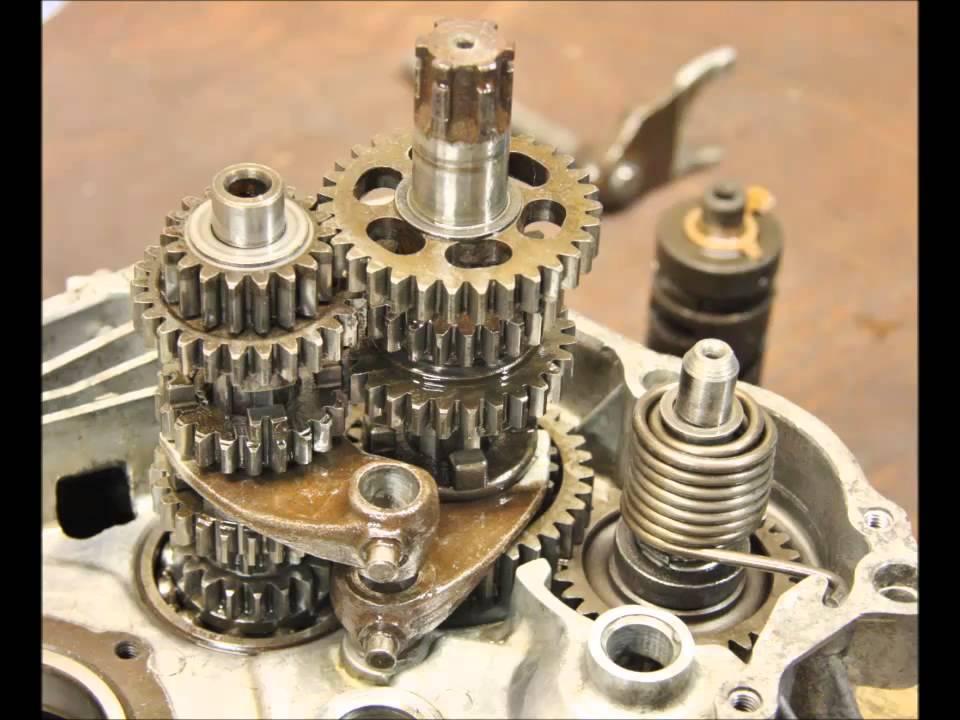 Honda CB125s Gearbox , engine crankcases rebuild - YouTube