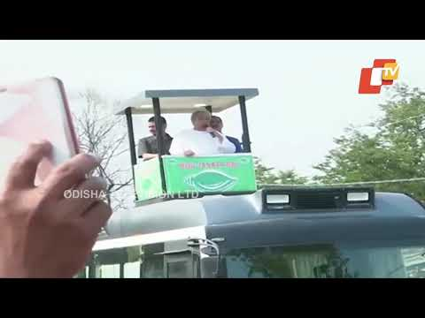 Ollywood stars accompany Chief Minister Naveen Patnaik during a roadshow in Rourkela