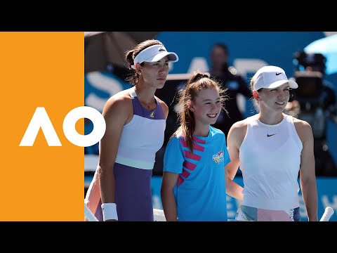 Garbine Muguruza and Simona Halep enter Rod Laver Arena (SF) | Australian Open 2020
