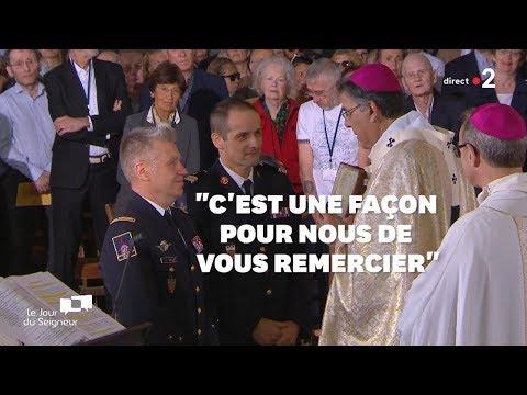 Après Leur Sauvetage De Notre-Dame, Les Pompiers Ont Reçu Cet Ouvrage Très Symbolique