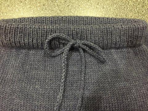 Вяжем детям спицами штаны