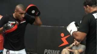 Minotauro afia o boxe em treino aberto no Fight Pavilion