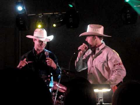 Kris Versteeg and Cristobal Huet Karaoke - Blackhawks Convention 2009