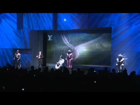 Oscar Martos sings O sole mio for  Louis Vuitton by Opera Flamenco Productions S.L.