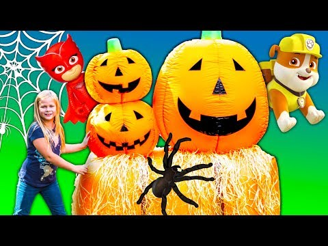 PAW PATROL Disney PJ MASKS Spooky Hunt with The Assistant and Wiggles