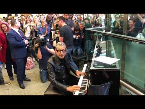 Jeff Goldblum visits St. Pancras International, London