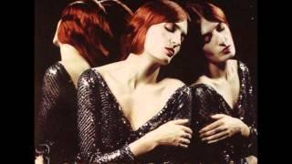 Смотреть клип песни: Florence + The Machine - Leave My Body