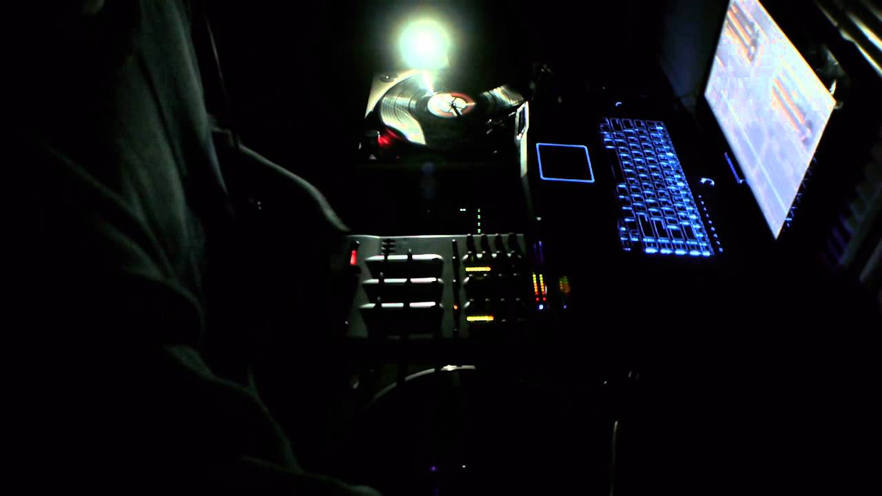 In the dark old school classic house music dj session for Dark house music