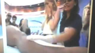 Sophia coloca mão no saco do homem no HED sem quere