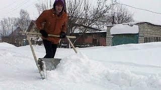 видео Как сделать лопату для уборки снега своими руками: пошаговое руководство