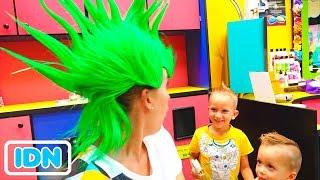 Vlad Nikita dan Ibu di salon anak anak! Gaya rambut baru untuk anak anak