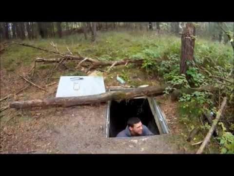 """""""Survival Mattin"""" erkundet alten Hitler-Bunker und gruselt sich."""