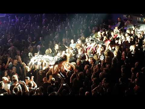 Ayreon Universe Damian Wilson & Maggy Luyten Stagediving and Crowdsurfing17.09.2017 Tilburg