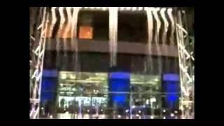 Японское шоу падающей воды