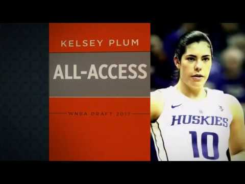 Top WNBA draft pick Kelsey Plum showed off her QB arm during a Spurs game