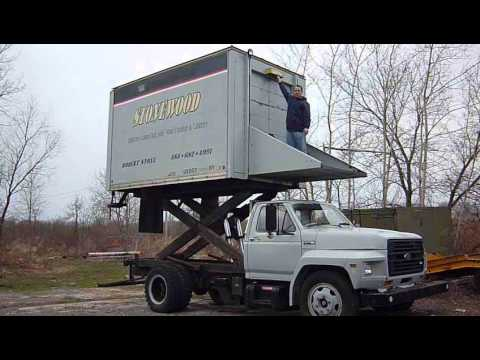 Box Truck W 10 Ft Scissor Lift Youtube
