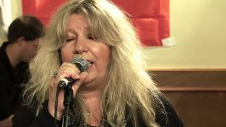 Judie Tzuke performs Lion - Mad Dog