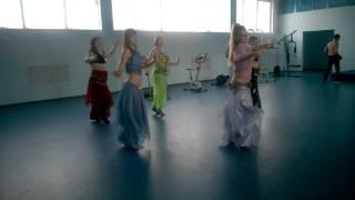 Урок восточного танца бассейн