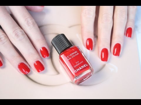Chanel RED NAILS Le Vernis 717 Coquelicot - application and swatch