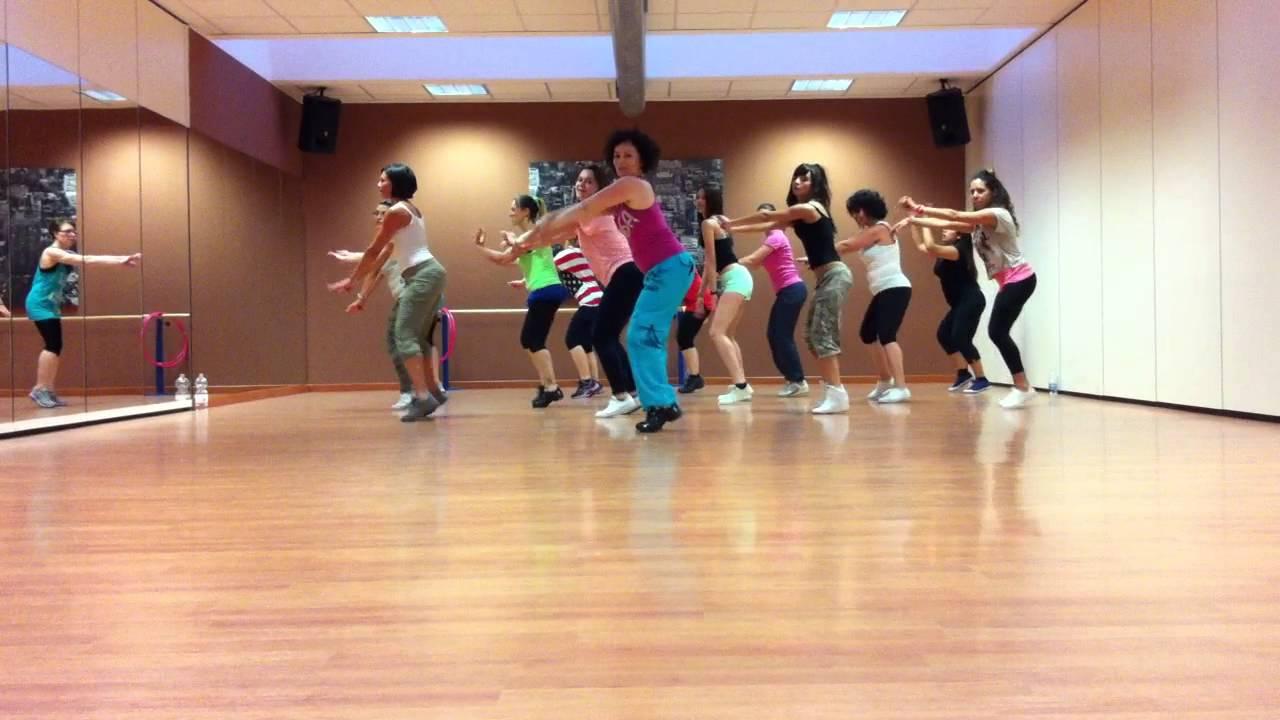 Zumba scuola di danza d a m s cant i 39 m sexy and i for Arredamento scuola di danza