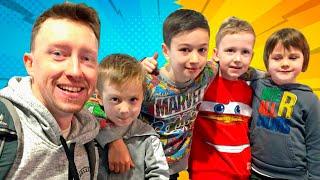 ВСТРЕЧА маленьких БЛОГЕРОВ Илья Артур и Давид Boys And Toys с Timko Kid и Картонка Family