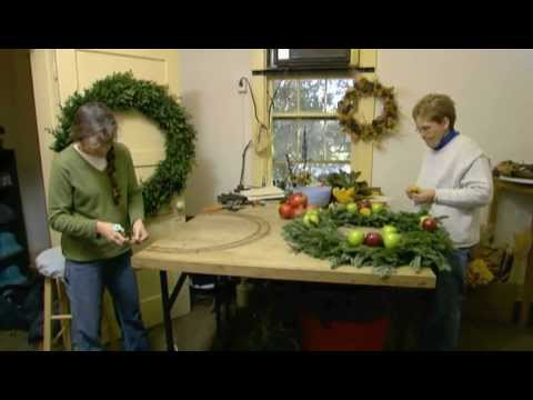 behind the scenes of colonial williamsburgs holiday decorating