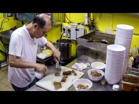 Great Street Food in Chinatown Complex, Singapore Biggest Hawker Food Centre