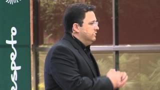 Emprendimiento en diseño y arquitectura: Axel Paredes at TEDxUFM