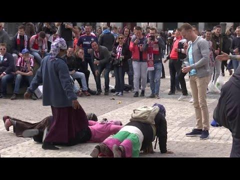 Zo pesten PSV-fans zigeuners