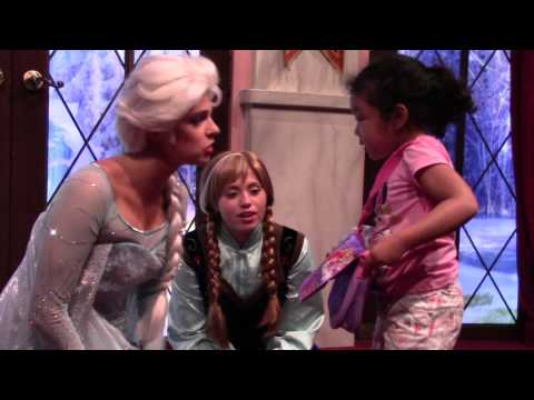 PRINCESS ELSA AND ANNA AT DISNEY CALIFORNIA ADVENTURE MEET AND GREET  - HD QUALITY-