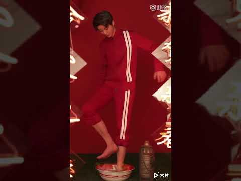 【TFBOYS 王俊凱】王俊凱x嘉人 MARIECLAIRE 2018 2月刊封面拍攝花絮 帥氣的小凱紅到讓人動心 你的心是否也火熱的噗通噗通跳呢❤【Karry Wang Junkai】