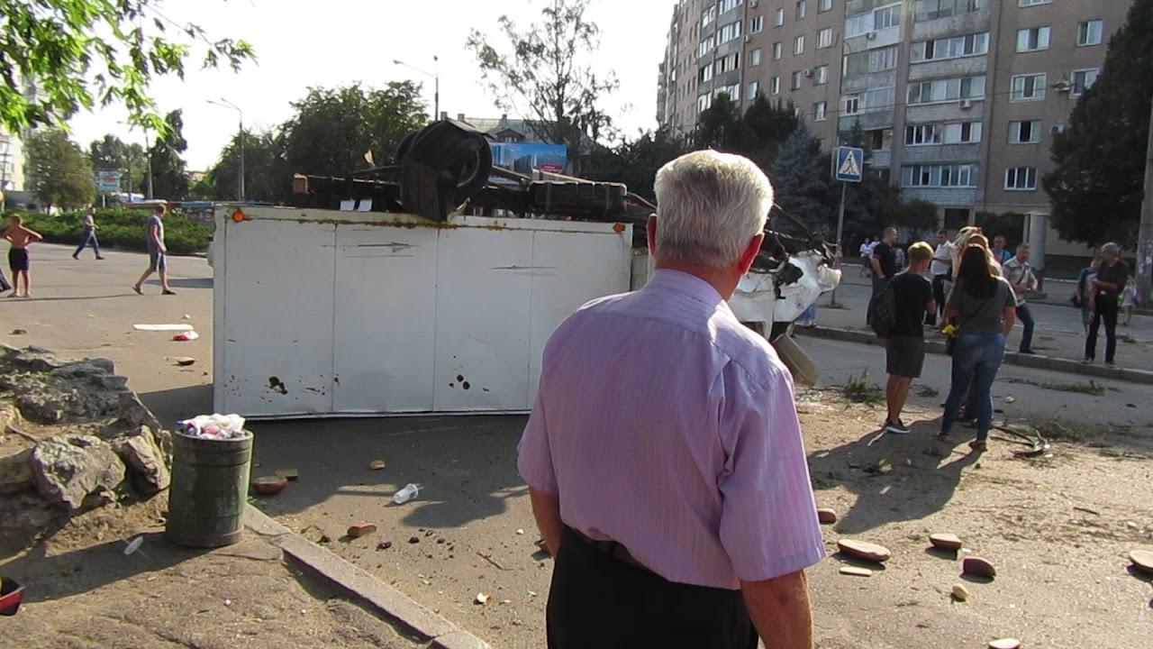 Хлебовоз перевернулся. Площадь 700-летия Черкасс.