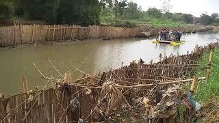 Inilah Kapal KATAMARAN Pengangkut Sampah Sungai Citarum