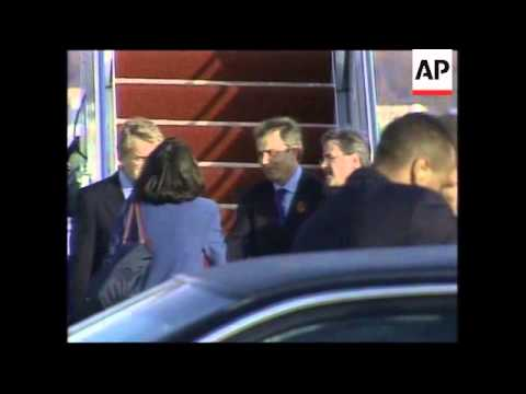 Blair arrives on special Concorde charter to meet with Bush.